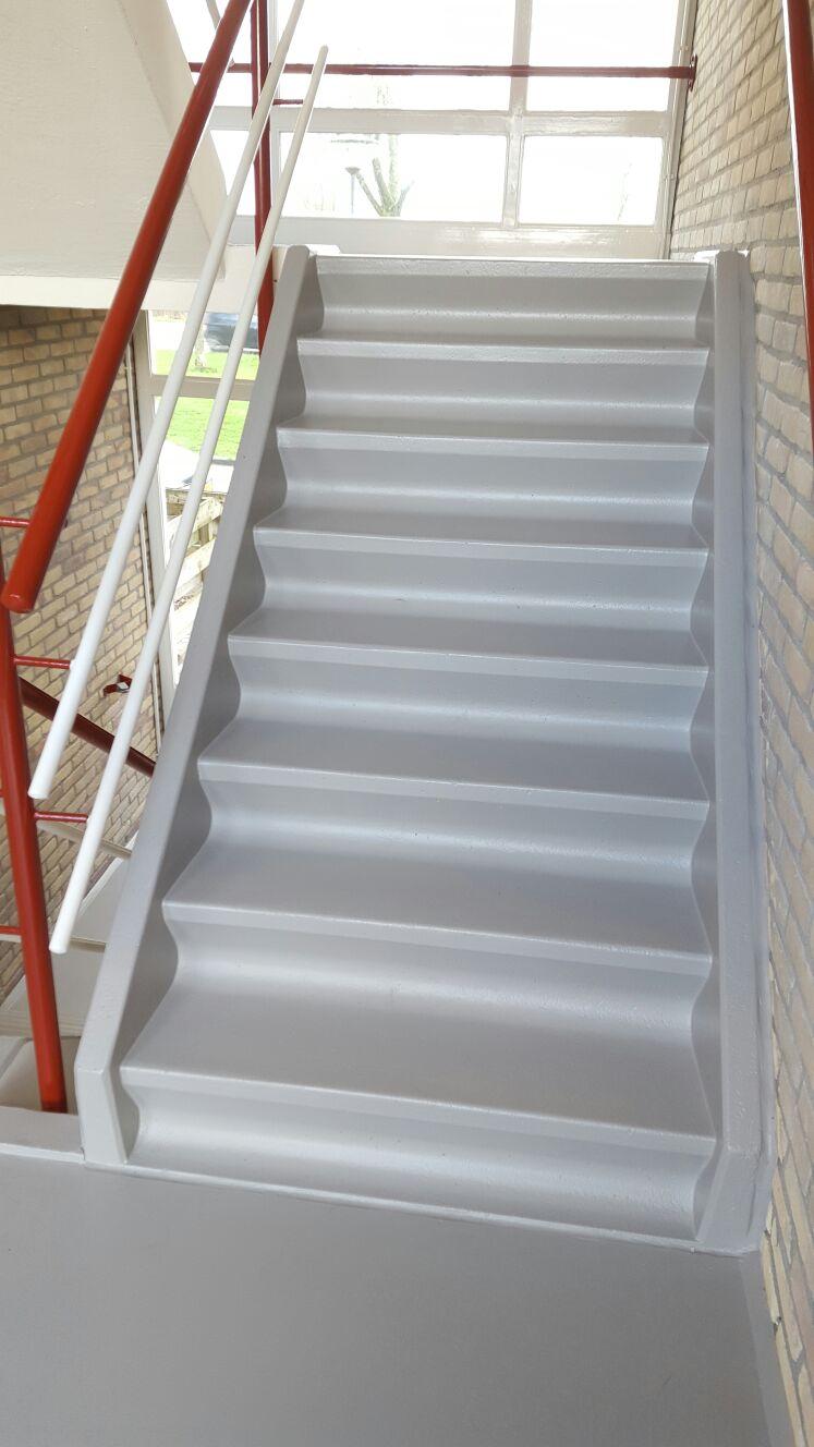 Renovatie trappenhuis flat ii zuiderweg groningen walter hoogesteger schilders - Decoratie van trappenhuis ...